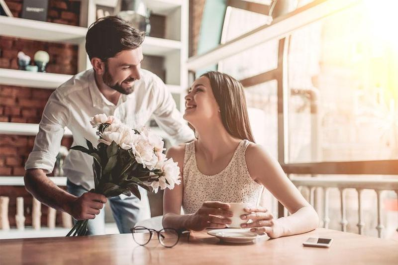 Tổ chức tiệc sinh nhật cho bạn gái nên tặng quà gì để nàng thêm yêu?